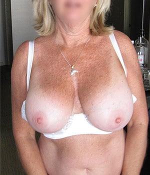 femme mature grosse poitrine naturelle